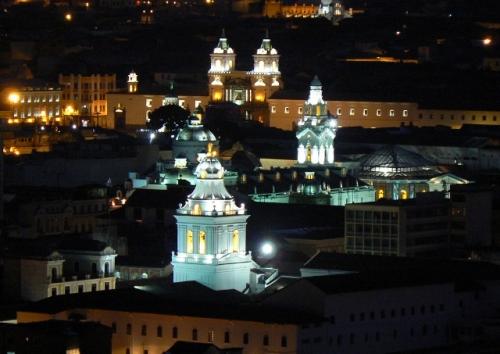 Quito nocturno Flickr  @L Marcio Ramalho